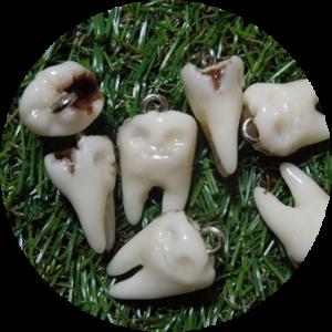 虫歯ストラップ