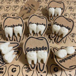 歯のチタンピアス